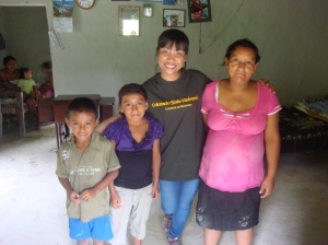 GSSE student Trang Tran, with Daisy and two of her children, in Guayaba, Honduras.
